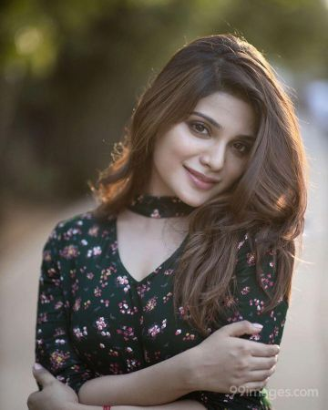 Aathmika HD Wallpapers (Desktop Background / Android / iPhone) (1080p, 4k)
