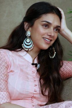 Aditi Rao Hydari Cute HD Photos (1080p)