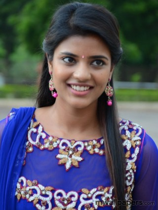 Aishwarya Rajesh Cute HD Photos (1080p)