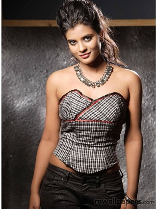 Aishwarya Rajesh Hot HD Photos (1080p)