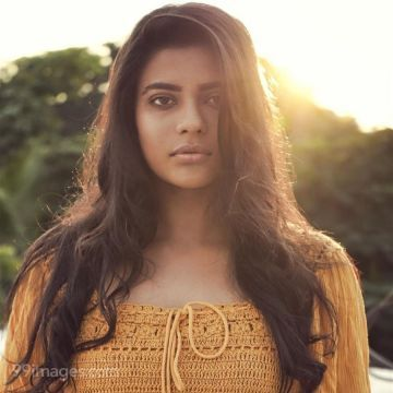 Aishwarya Rajesh Latest Photoshoot In Yellow Color Top & Black Jeans HD Wallpapers (Desktop Background / Android / iPhone) (1080p, 4k)