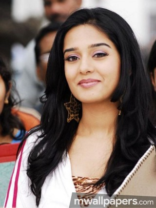 Amrita Rao Cute HD Photos (1080p)