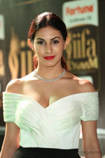 Amyra Dastur HD Wallpapers (Desktop Background / Android / iPhone) (1080p, 4k)