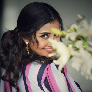 Anupama Parameswaran Latest Hot  Photos from Onam Celebrations in saree HD Wallpapers (Desktop Background / Android / iPhone) (1080p, 4k)