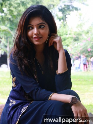 Athulya Ravi Beautiful HD Photos (1080p)