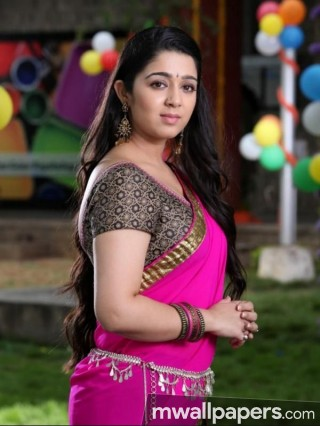 Charmi Kaur Cute HD Photos (1080p)