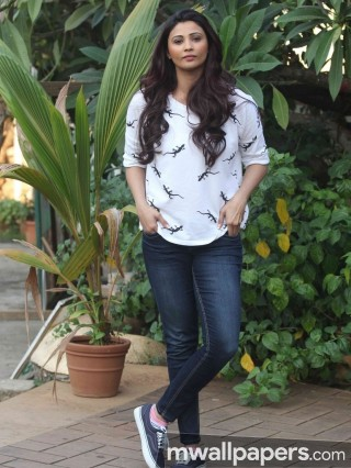 Daisy Shah Cute HD Photos (1080p)