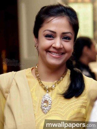 Jyothika Beautiful HD Photoshoot Stills (1080p)