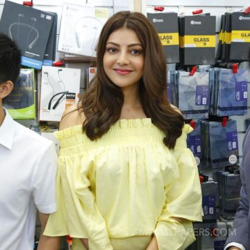 Kajal Agarwals yellow dress HD photos HD Wallpapers (Desktop Background / Android / iPhone) (1080p, 4k)