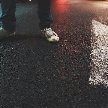 Street Shoes Boy Lights - Android / iPhone HD Wallpaper Background Download HD Wallpapers (Desktop Background / Android / iPhone) (1080p, 4k)