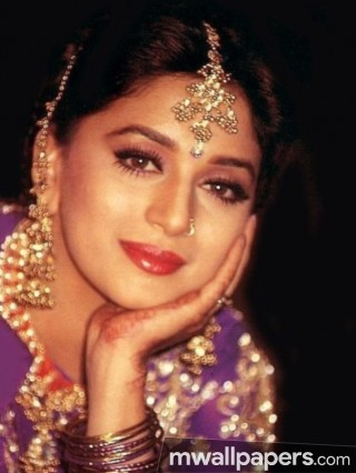 Madhuri Dixit Cute HD Photos (1080p)