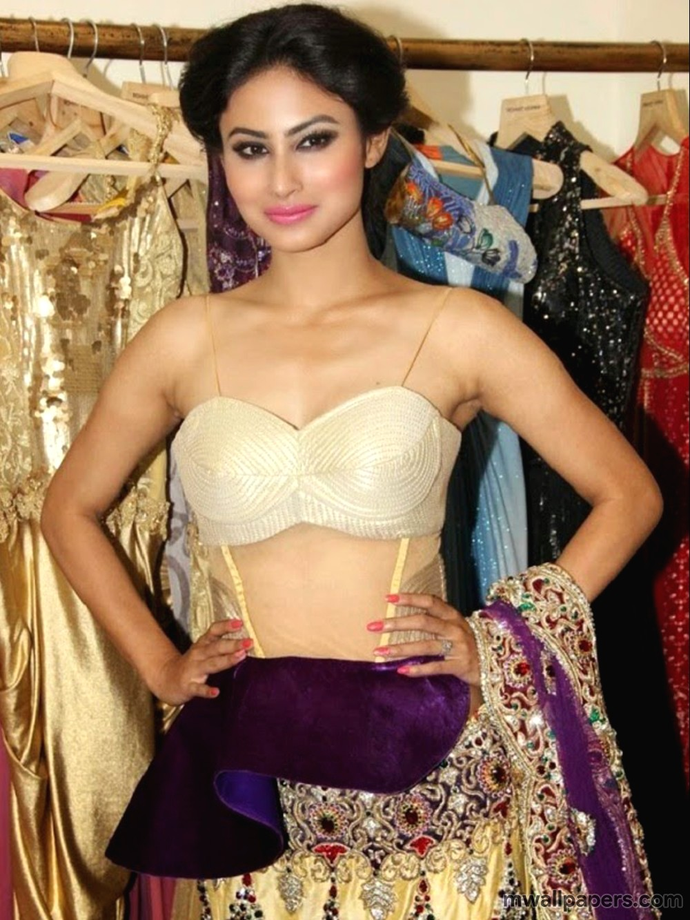 Mouni Roy Hot Images HD (3901) - Mouni Roy