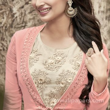 Mouni Roy HD Photos & Wallpapers