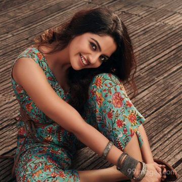 Nikhila Vimal HD Wallpapers (Desktop Background / Android / iPhone) (1080p, 4k)