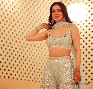 Shraddha Arya HD Wallpapers (Desktop Background / Android / iPhone) (1080p, 4k)