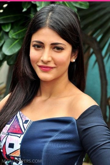 Shruti Haasan Cute HD Photos (1080p)