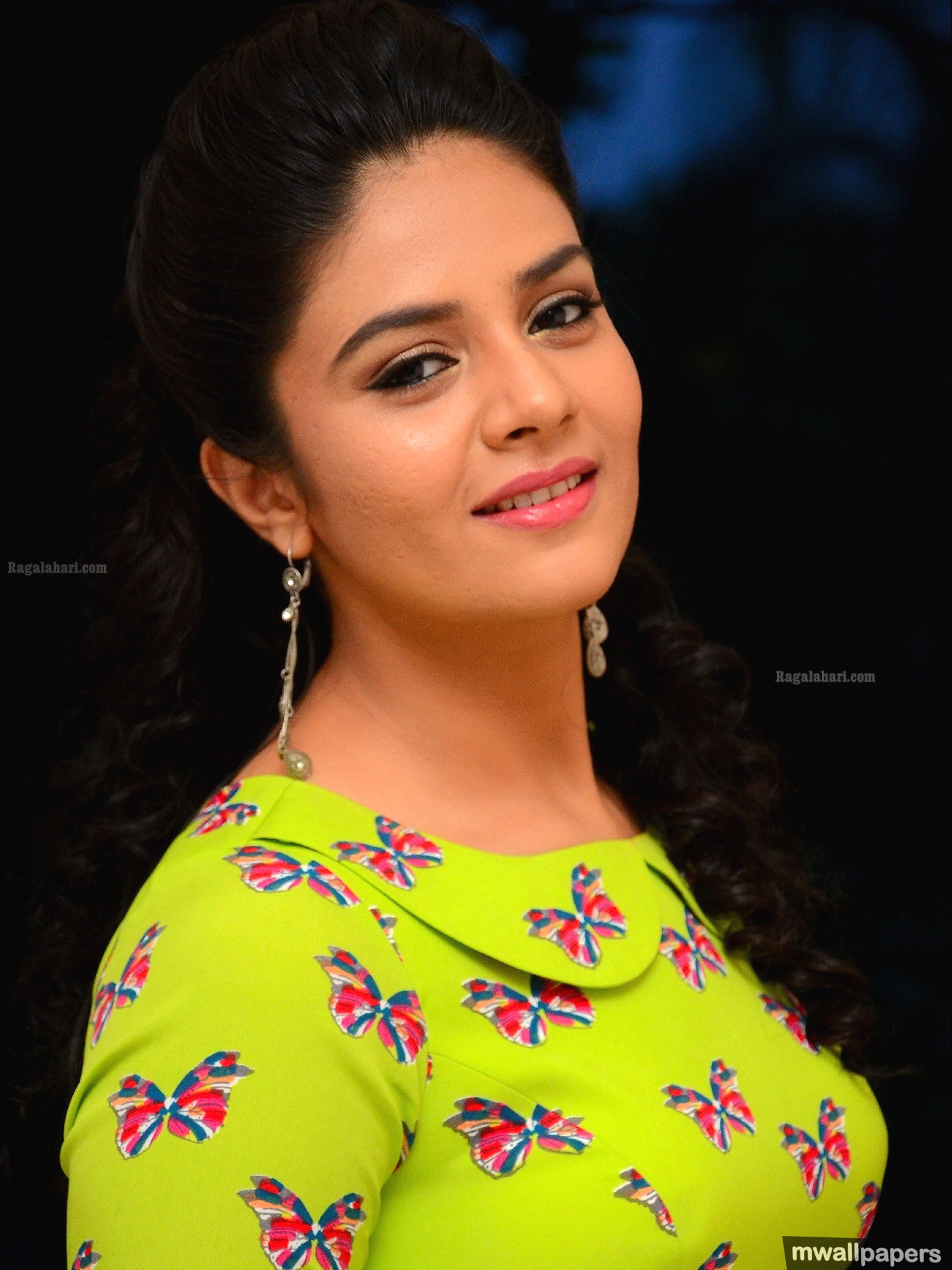 Sreemukhi Hot HD Photos (1080p)