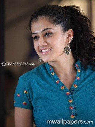 Taapsee Pannu Beautiful HD Photos (1080p)