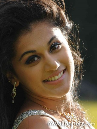 Taapsee Pannu Latest HD Photos (1080p)