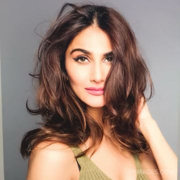 Vaani Kapoor HD Wallpapers (Desktop Background / Android / iPhone) (1080p, 4k)