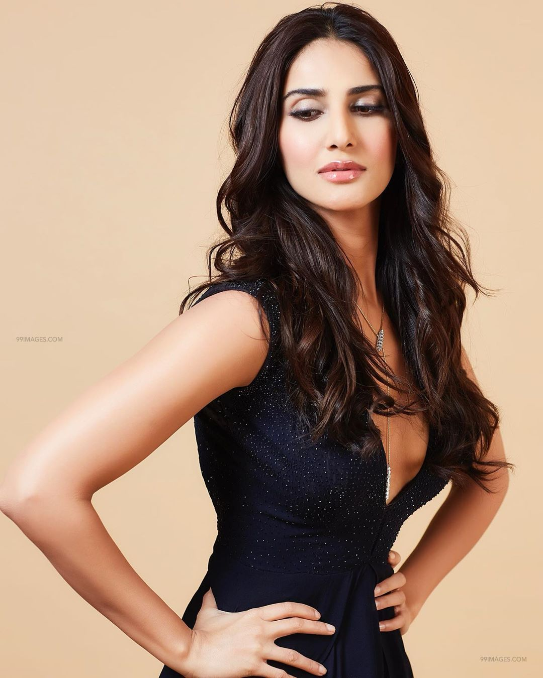 Vaani Kapoor HD Wallpapers (Desktop Background / Android / iPhone) (1080p, 4k) (101943) - Vaani Kapoor