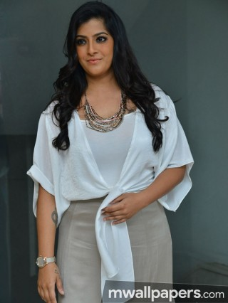 Varalaxmi Sarathkumar Beautiful HD Photoshoot Stills (1080p)