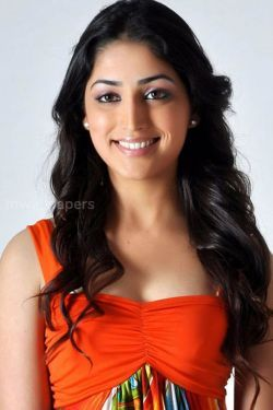 Yami Gautam Cute HD Photos (1080p)