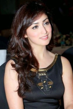 Yami Gautam Hot HD Photos (1080p)