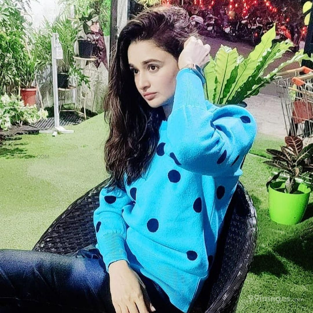 Yuvika Chaudhary HD Wallpapers (Desktop Background / Android / iPhone) (1080p, 4k)
