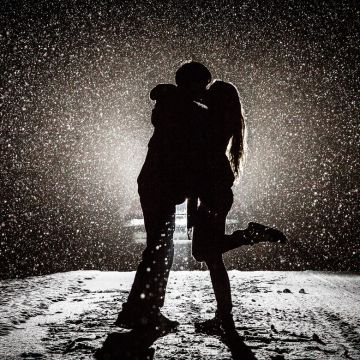 Couple Kissing in Snow - Android / iPhone HD Wallpaper Background Download HD Wallpapers (Desktop Background / Android / iPhone) (1080p, 4k)