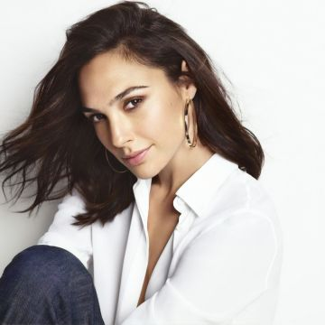 Gal Gadot Revlon 2019 - Android / iPhone HD Wallpaper Background Download HD Wallpapers (Desktop Background / Android / iPhone) (1080p, 4k)